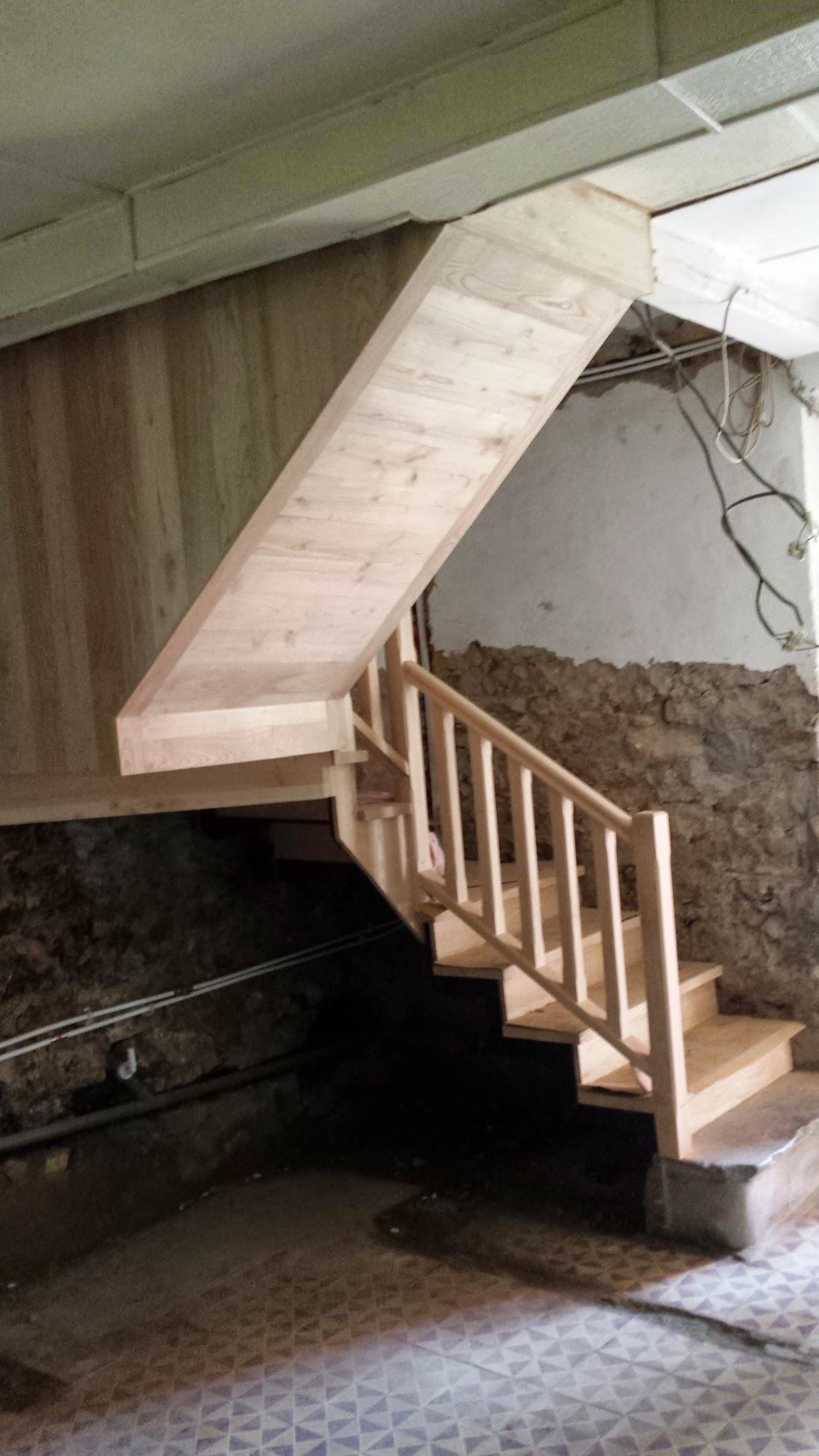 Escalera de Castaño y revestido inferior