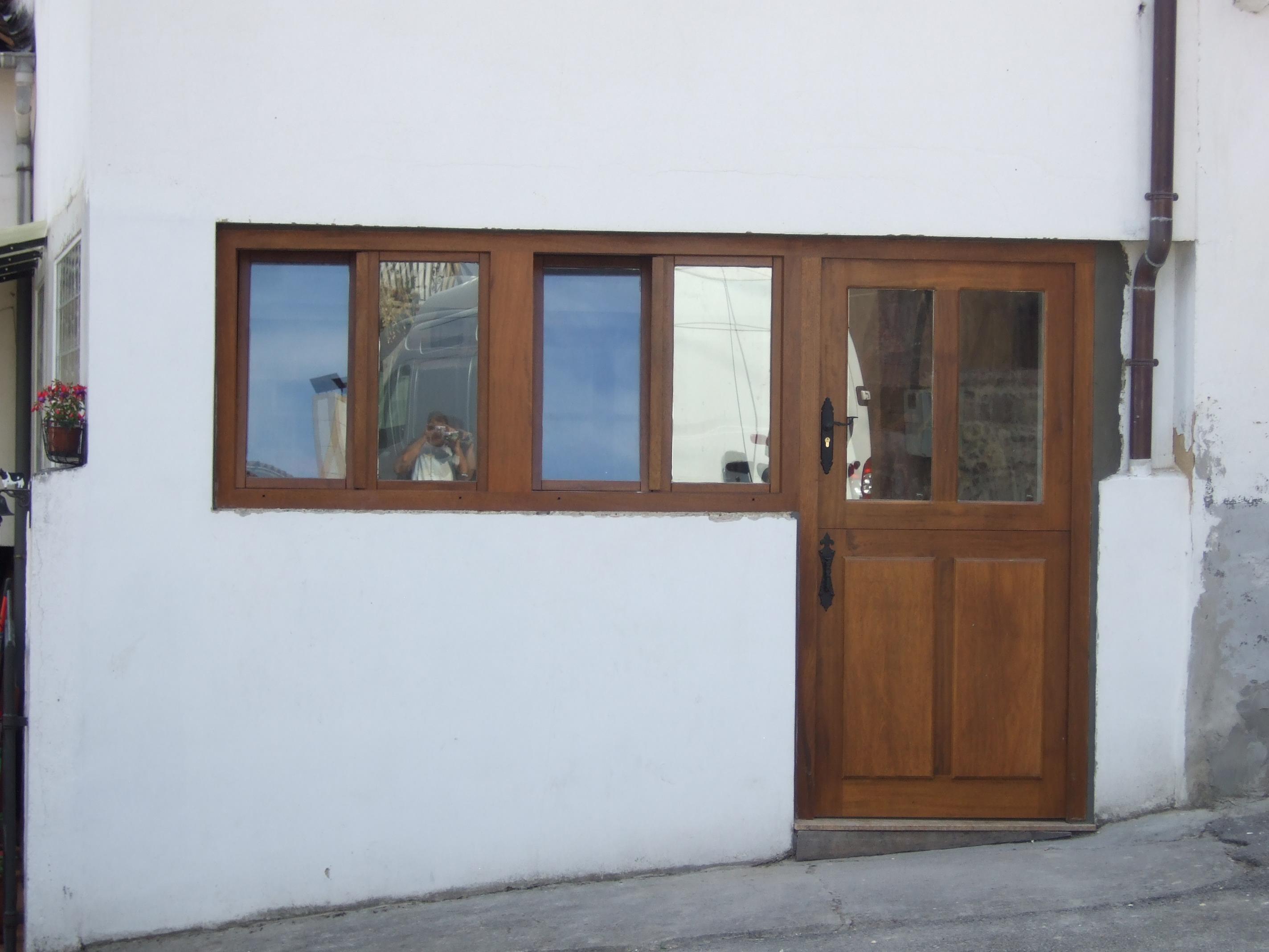 Puerta y ventanas de Iroko