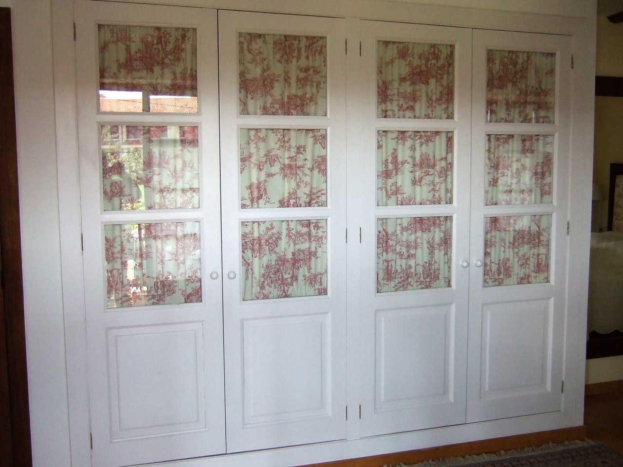 Pracicable con vitrina laca blanca