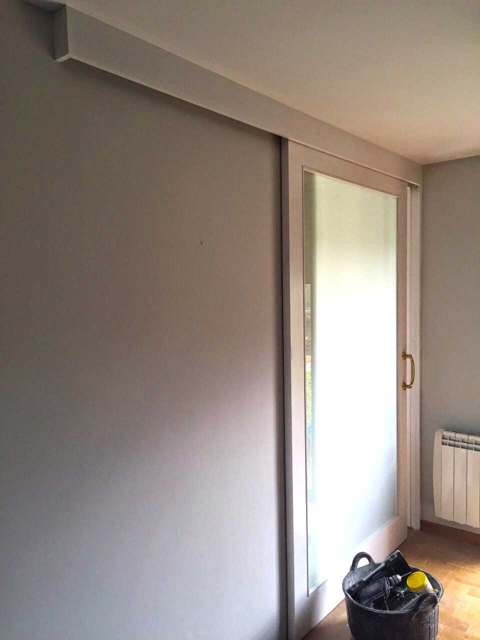 Puerta corredera vidriera en Blanco