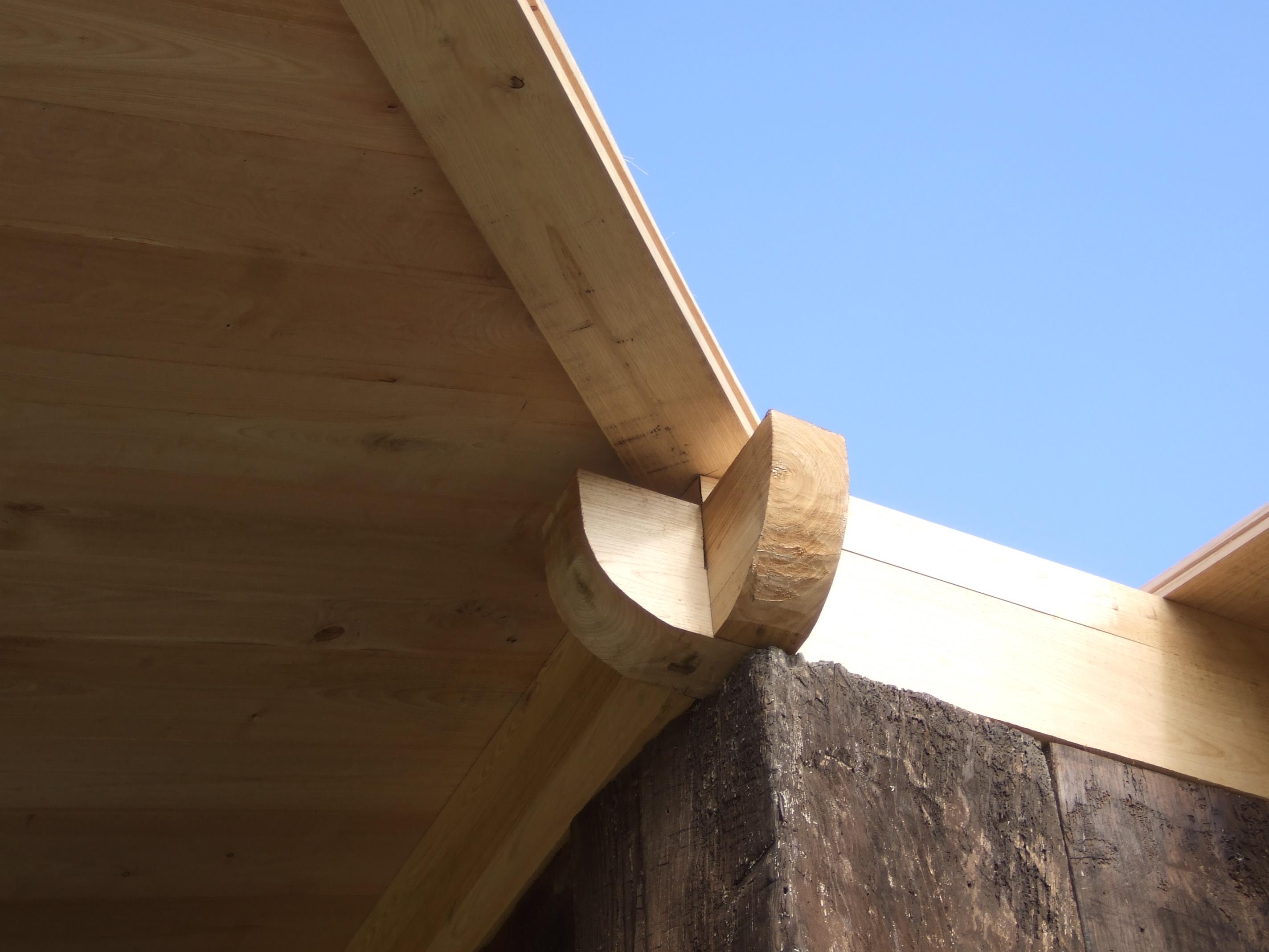 Detalle de linios, aguilón y tablón de tejado
