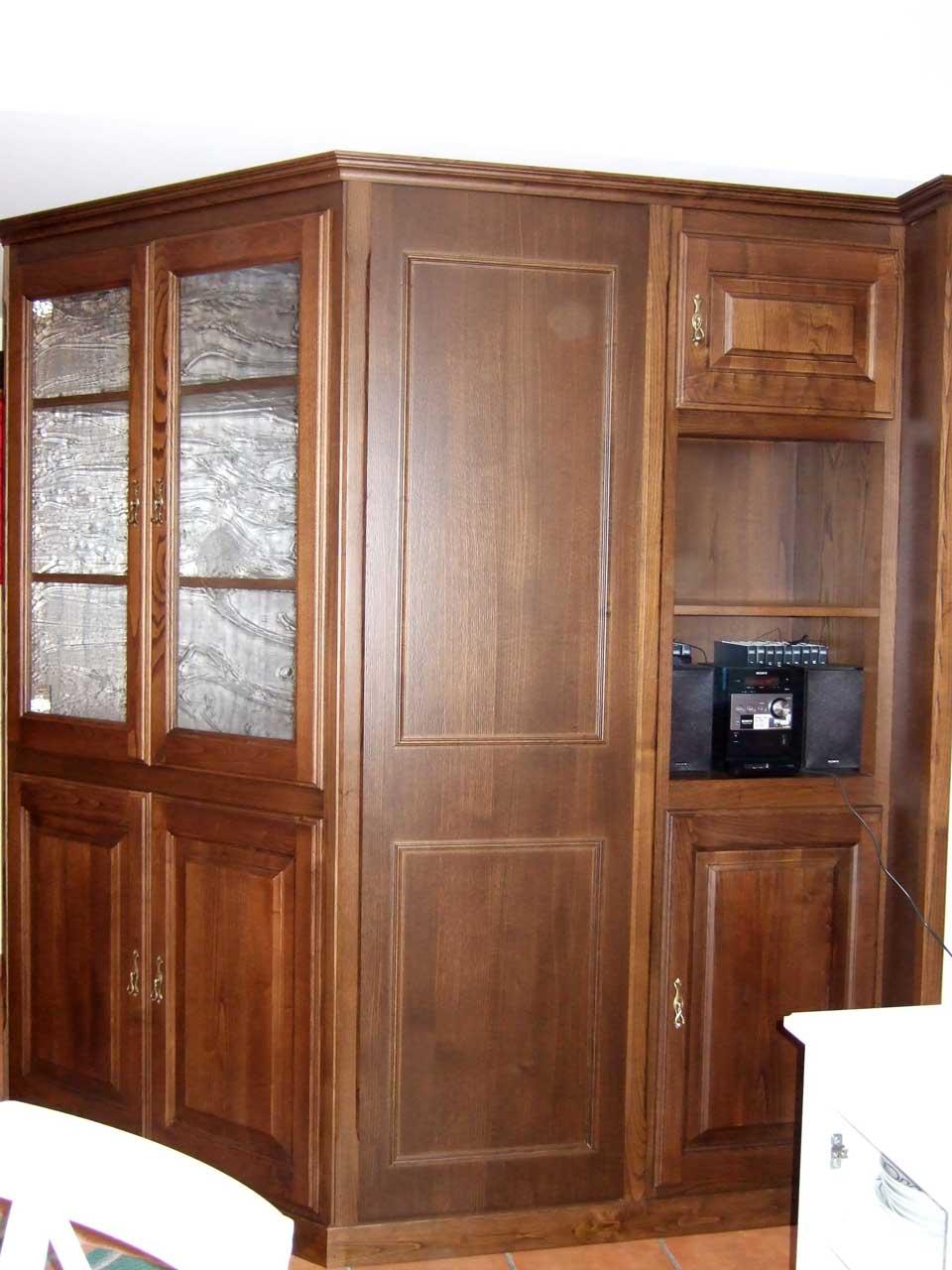 Mueble de castaño teñido