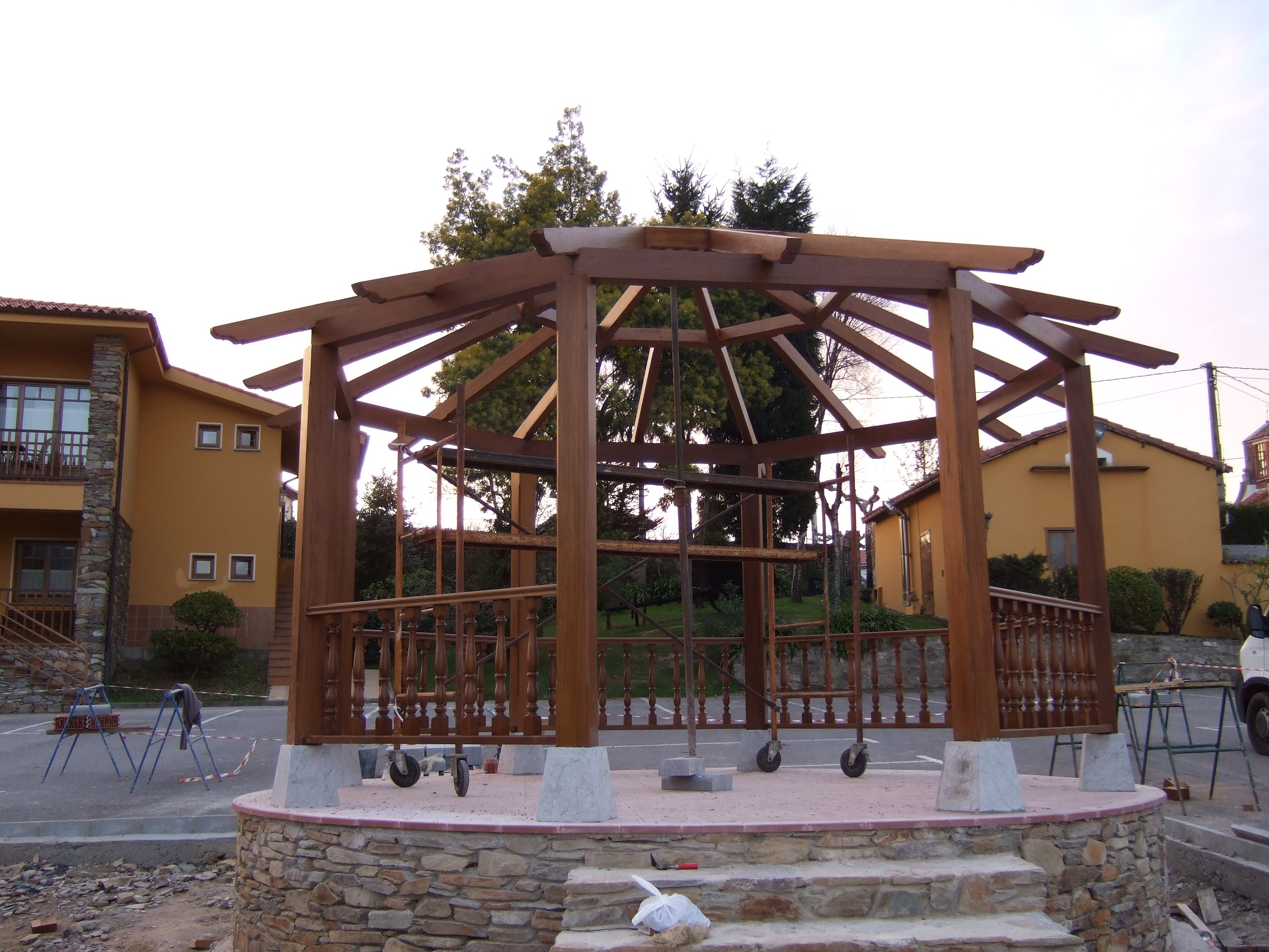 Pérgola de madera de Iroko